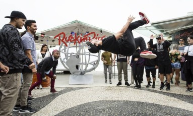Inauguração do Quiosque Rock in Rio, na praia de Copacabana Foto: Fernando Lemos / Agência O Globo