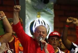 Ex-presidente participou de reunião da CUT na quadra da escola de samba Imperio Serrano Foto: Pablo Jacob / Agência O Globo