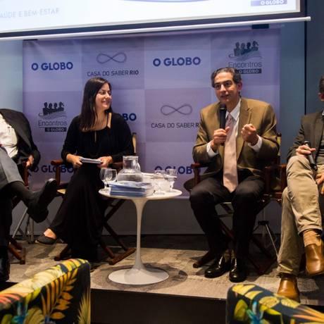 João Grangeiro, a jornalista Josy Fischberg, Cláudio Domênico e Fabrício Braga Foto: Bárbara Lopes / Agência O Globo