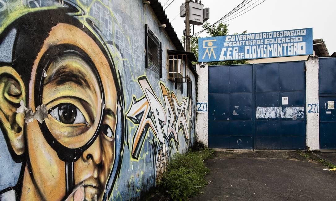 Rotina de violência no Rio revela drama de crianças e jovens que não conseguem estudar