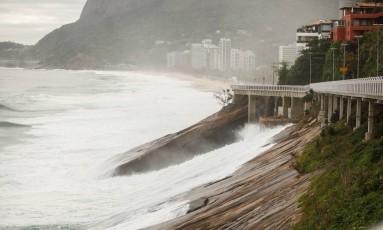 A ciclovia da Avenida Niemeyer está fechada por ordem judicial Foto: Breno Carvalho / Agência O Globo