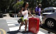 A caloura Malia Valentine chega com sua mudança à Universidade da Virginia, apenas uma semana após supremacistas brancos realizarem marcha no campus da instituição