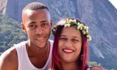 Andressa e Douglas aguardavam a chegada dos gêmeos Foto: Reprodução/Facebook