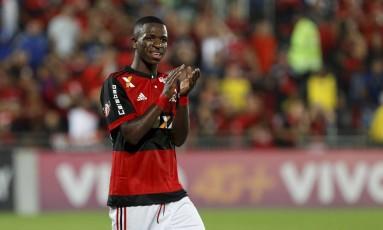 Vinícius Jr. foi o destaque do Flamengo na vitória sobre o Atlético-GO, na Ilha do Urubu Foto: Marcelo Theobald / Agência O Globo