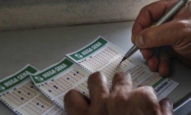 Mega-Sena acumulou e vai pagar R$ 32 milhões Foto: Edilson Dantas / Agência O Globo