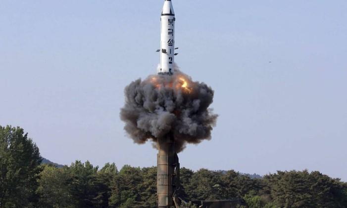 Testes com mísseis balísticos da Coreia do Norte elevaram as tensões na região Foto: AP