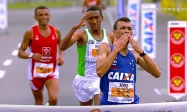 José Márcio se emociona na linha de chegada Foto: REPRODUÇÃO/VIDEO