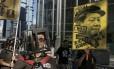 Manifestantes questionam prisão de ativistas pró-democracia Foto: Kin Cheung / AP