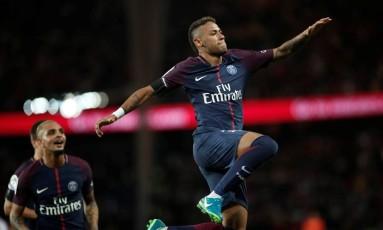 Neymar comemora gol na partida entre o PSG e o Toulouse, sua estreia diante da torcida parisiense Foto: BENOIT TESSIER / REUTERS