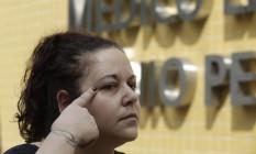 Trauma. No IML, Roberta mostra ferimento: após levar choque, ela caiu quando tentava sair do carro Foto: Gustavo Miranda