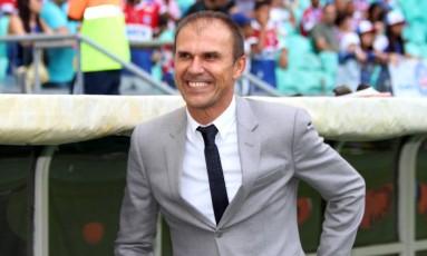 Milton Mendes sorri antes da partida contra o Bahia, na Fonte Nova: Vasco acabou derrotado por 3 a 0 Foto: Carlos Gregório Jr./Vasco