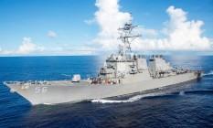 Em foto de arquivo, o USS John S. McCain navega pelo mar nas Filipinas Foto: HANDOUT / REUTERS