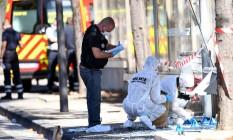 Polícia forense investiga cena de suposto atropelamento Foto: BORIS HORVAT / AFP