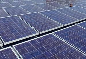 Painéis solares na sede do Google, em Mountain View, na Califórnia Foto: Kimberly White / REUTERS