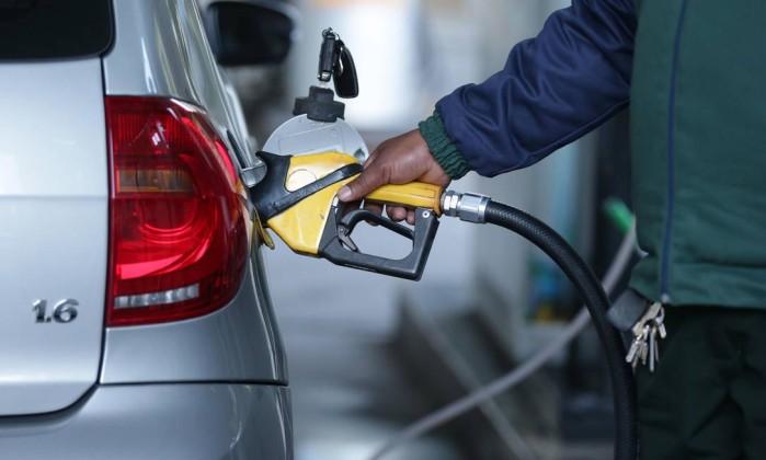 Resultado de imagem para Petrobras reajusta preços do diesel e da gasolina
