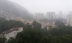 Rio tem segunda-feira de tempo nublado e chuvoso Foto: Custódio Coimbra / Agência O Globo
