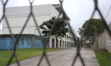 Uma das escolas do Jacarezinho que fecharam as portas Foto: Fabiano Rocha / Agência O Globo