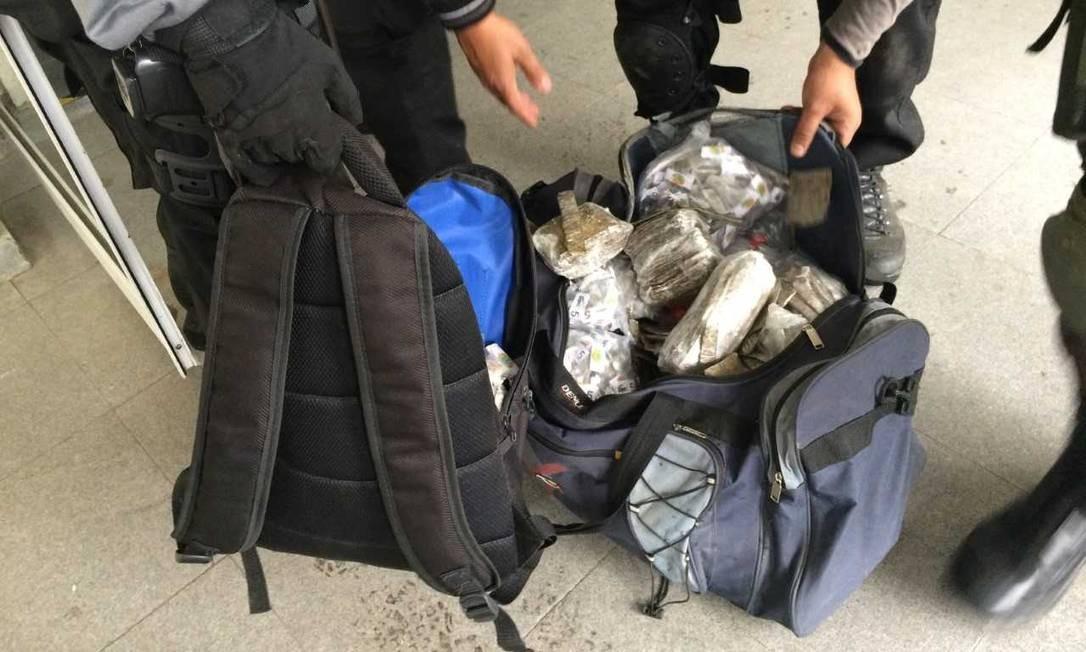 Parte das drogras apreendidas durante megaoperação das Forças de Segurança Foto: Gustavo Goulart / Agência O Globo