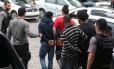 Suspeitos detidos durante a megaoperação estão sendo levados para a Cidade da Polícia Foto: Fabiano Rocha / Extra
