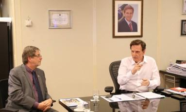 O reitor da UFRJ, Roberto Leher, e o prefeito do Rio, Marcelo Crivella. Foto: Divulgação / Prefeitura do Rio
