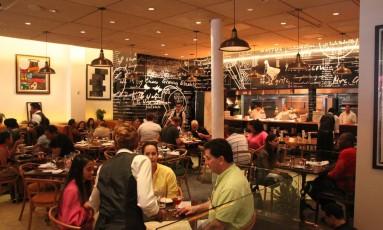 Restaurante: lei da gorjeta altera rotina de pagamento Foto: Eduardo Maia / Eduardo Maia