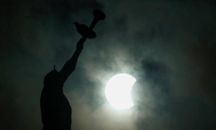 Eclipse solar é registrado em alguns pontos de Teresina