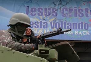 Megaoperação em oito comunidades do Rio nesta segunda-feira mobilizou 7 mil homens Foto: Fabiano Rocha / Agência O Globo