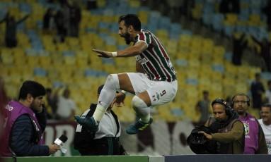 Henrique Dourado comemora seu primeiro gol no Maracanã na noite desta segunda-feira Foto: Alexandre Cassiano