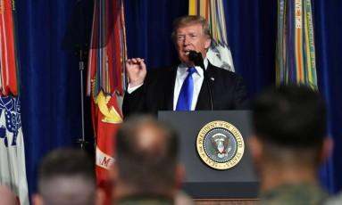 Trump fala a soldados em base em Arlington sobre estratégia para o Afeganistão Foto: NICHOLAS KAMM / AFP