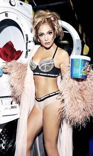 """Desde que surgiu no show business, na década de 90, Jennifer Lopez é dona de um dos corpos mais desejados da América. E não importa quanto tempo passe, essa verdade se mantém, como ela mostra em ensaio da última edição da """"Paper Magazine"""", que tem J.Lo, Mariah Carey, Backstreet Boys e Ricky Martin como estrelas Foto: Divulgação / Paper"""