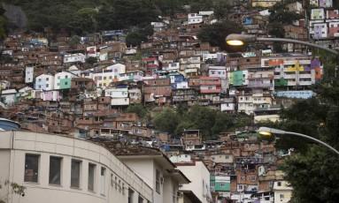 A vista para o Morro Dona Marta, em Botafogo, primeiro a receber uma UPP Foto: Márcia Foletto / Agência O Globo