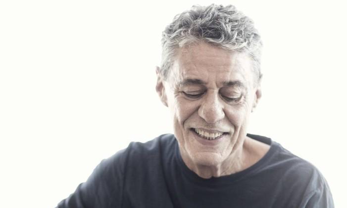 Chico Buarque assina, só ou com parceiros, as nove faixas do disco (sete inéditas) Foto: Leo Aversa / Divulgação