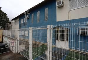 Uma das escolas municipais fechadas no Jacarezinho Foto: Fabiano Rocha / Agência O Globo
