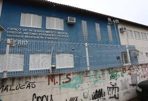 Sem aulas. Uma das unidades fechadas no Jacarezinho: ontem, violência na área deixou 6.497 alunos em casa. Colégios vão voltar a funcionar amanhã Foto: Fabiano Rocha / Agência O Globo