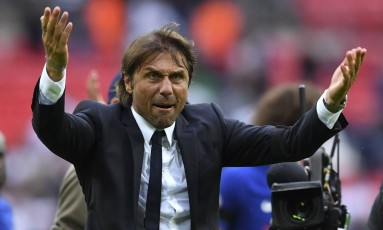 Antonio Conte é o atual campeão inglês Foto: BEN STANSALL / AFP