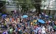Bloco de rua durante passagem por rua do Leblon no carnaval deste ano Foto: Márcia Foletto / Agência O Globo