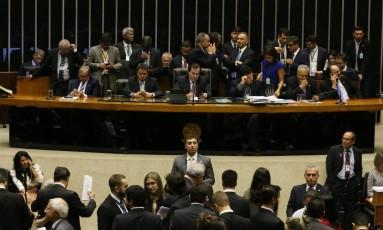 O presidente da Câmara, Rodrigo Maia, em plenário durante sessão Foto: Givaldo Barbosa / Agência O Globo 22/08/2017