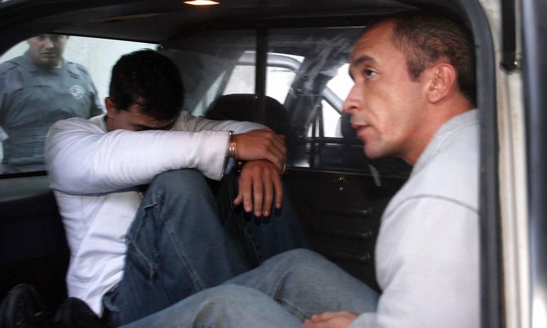 Os irmãos Daniel e Cristian Cravinhos deixam o 2o. DP do Bom Retiro em direção ao presídio de Tremembé Foto: Apu Gomes / Folhapress