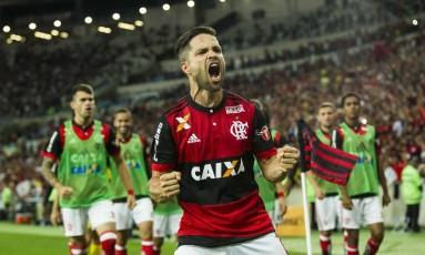 Diego comemora o gol da classificação do Flamengo Foto: Guito Moreto