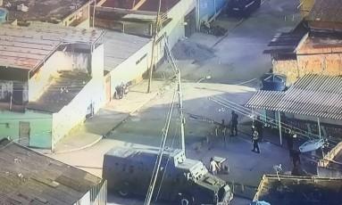 Polícia faz operação contra roubo de cargas na Zona Norte do Rio Foto: Reprodução TV Globo