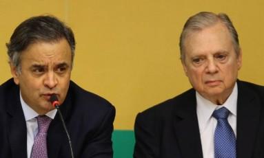 Reunião no PSDB, com os senadores Aécio Neves e Tasso Jereissati e dirigentes estaduais Foto: Jorge William / O GLOBO