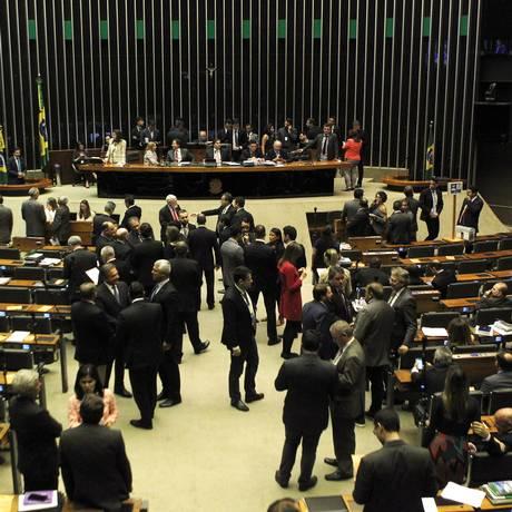 Plenário da Câmara na votação da nova taxa de juros do BNDES. Foto de Jorge William /Agência O Globo