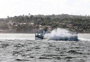 O barco Cavalo Marinho, que naufragou na Baía de Todos os Santos, a caminho de Salvador Foto: Lúcio Tavora / AFP / 24-8-17