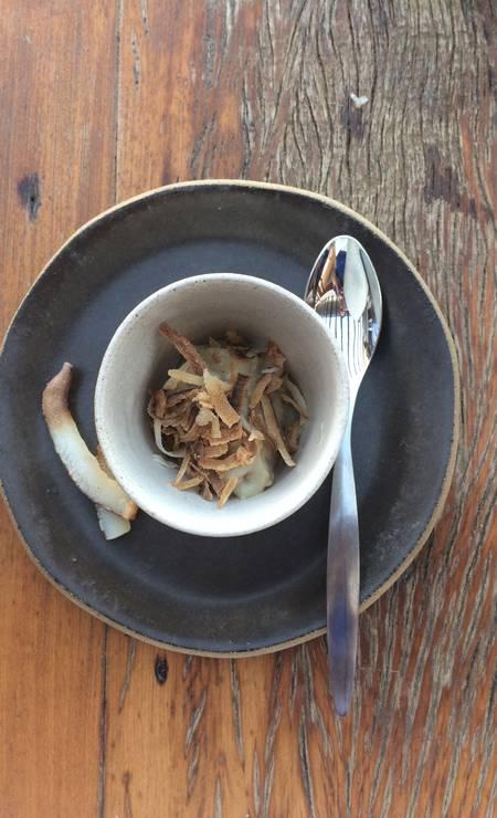 Beijinho de coco, sobremesa servida no menu executivo do restaurante Uniq Beach Club Foto: Luciane Costa / Luciane Costa