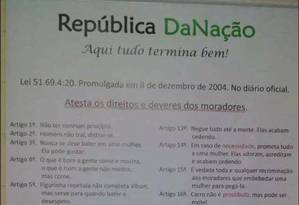 Cartaz fixado na república trazia artigos de cunho machista Foto: Reprodução Facebook