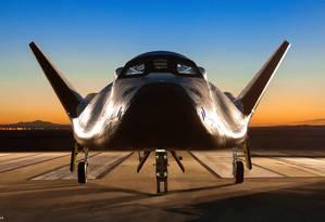 O Dream Chaser fotografado na pista do Centro de Pesquisas de Voo Armstrong, na Califórnia Foto: NASA