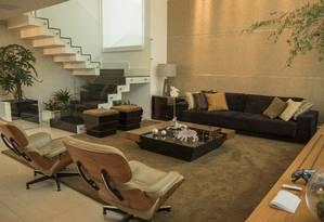 O arquiteto Pedro Gismond sugere o veludo e o couro natural em sofás e poltronas para espantar o frio Foto: Divulgação / Divulgação