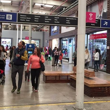 Compras. As lojas dos outlets de Quilicura oferecem marcas com descontos Foto: Janaína Figueiredo / Janaína Figueiredo