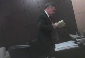 Mensalinho do Mato Grosso: prefeita de Juara, Luciane Bezerra (PSB) recebe dinheiro de propina do chefe de gabinete do ex-governador Silval Barbosa Foto: Reprodução TV
