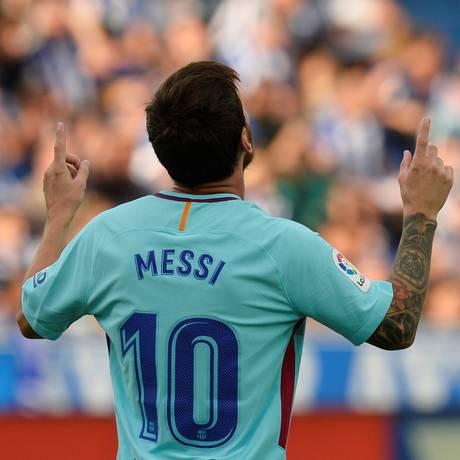Messi comemora o primeiro gol da partida Foto: VINCENT WEST / REUTERS